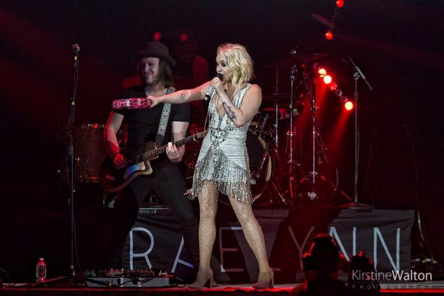 RaeLynn-AllstateArena-Rosemont-IL-20160317-KirstineWalton007