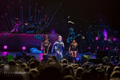 Pink-HollywoodCasinoAmphitheatre-TinleyPark-IL-20170909-KirstineWalton007