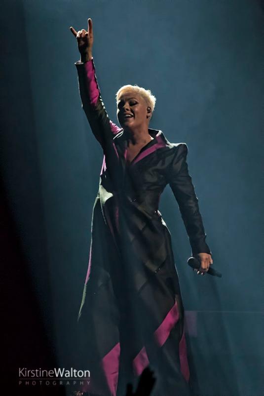 Pink-UnitedCenter-Chicago-IL-20180309-KirstineWalton027